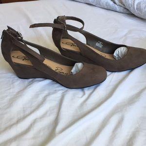 American rag taupe wedged heels
